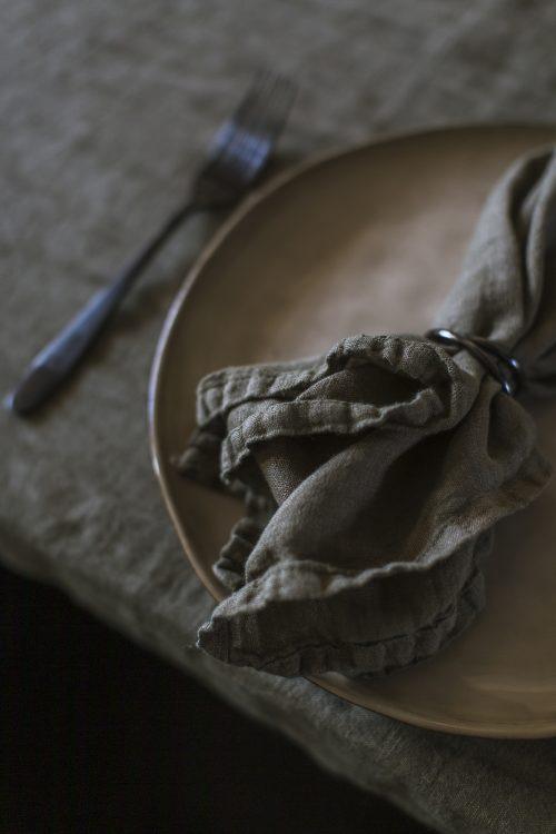 green napkin table setting